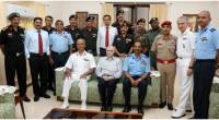A 16 member delegation of officers of the National Defence College calls on the Governor at Kerala Raj Bhavan.